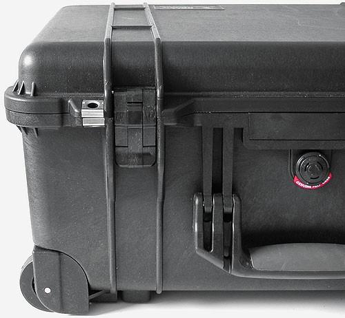 peli schutzkoffer 1560 mit ausziehbaren griff und rollen. Black Bedroom Furniture Sets. Home Design Ideas